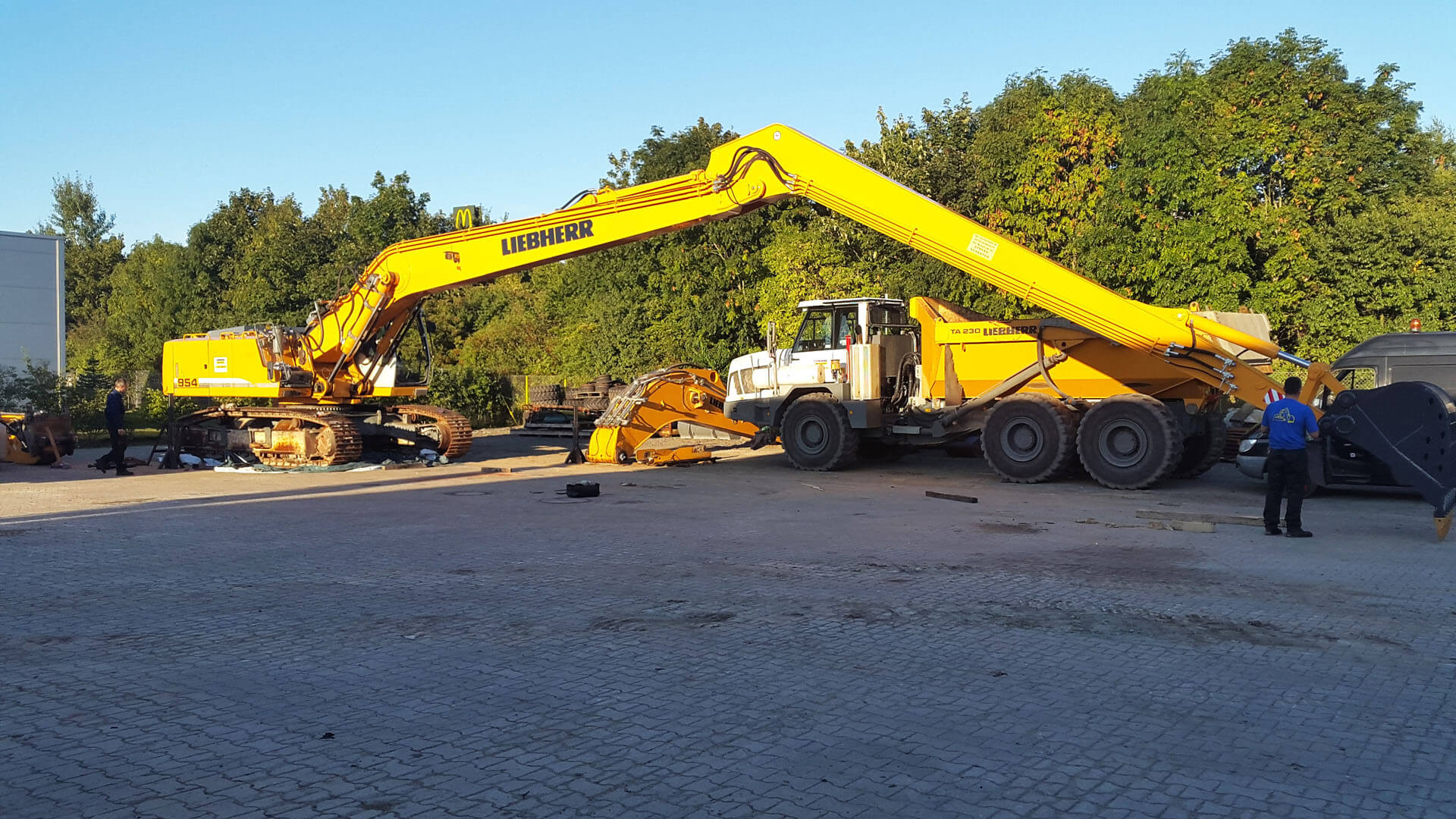 Long-Reach-22m-Liebherr-954-montage