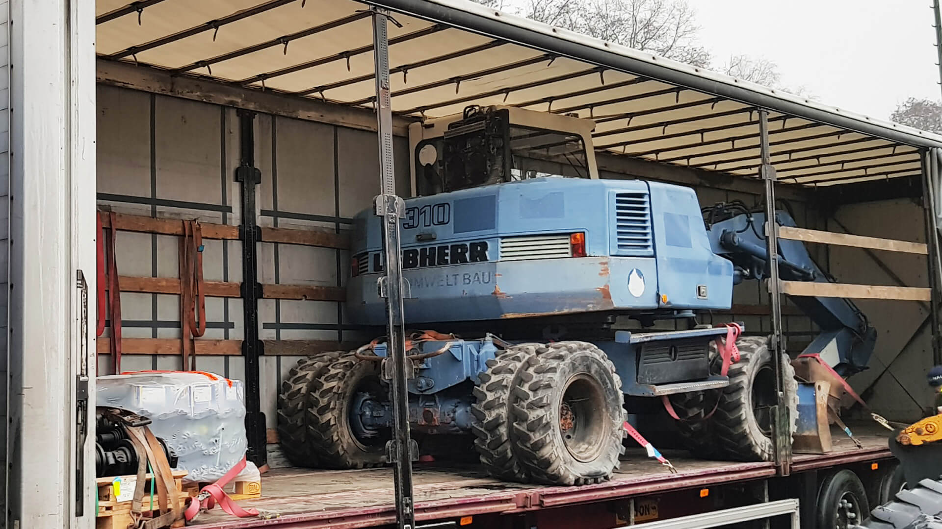 Liebherr 310 Mobilbagger Transport
