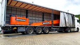Transport Long Reach Doosan 16 m DX 225 mit Kontergewicht