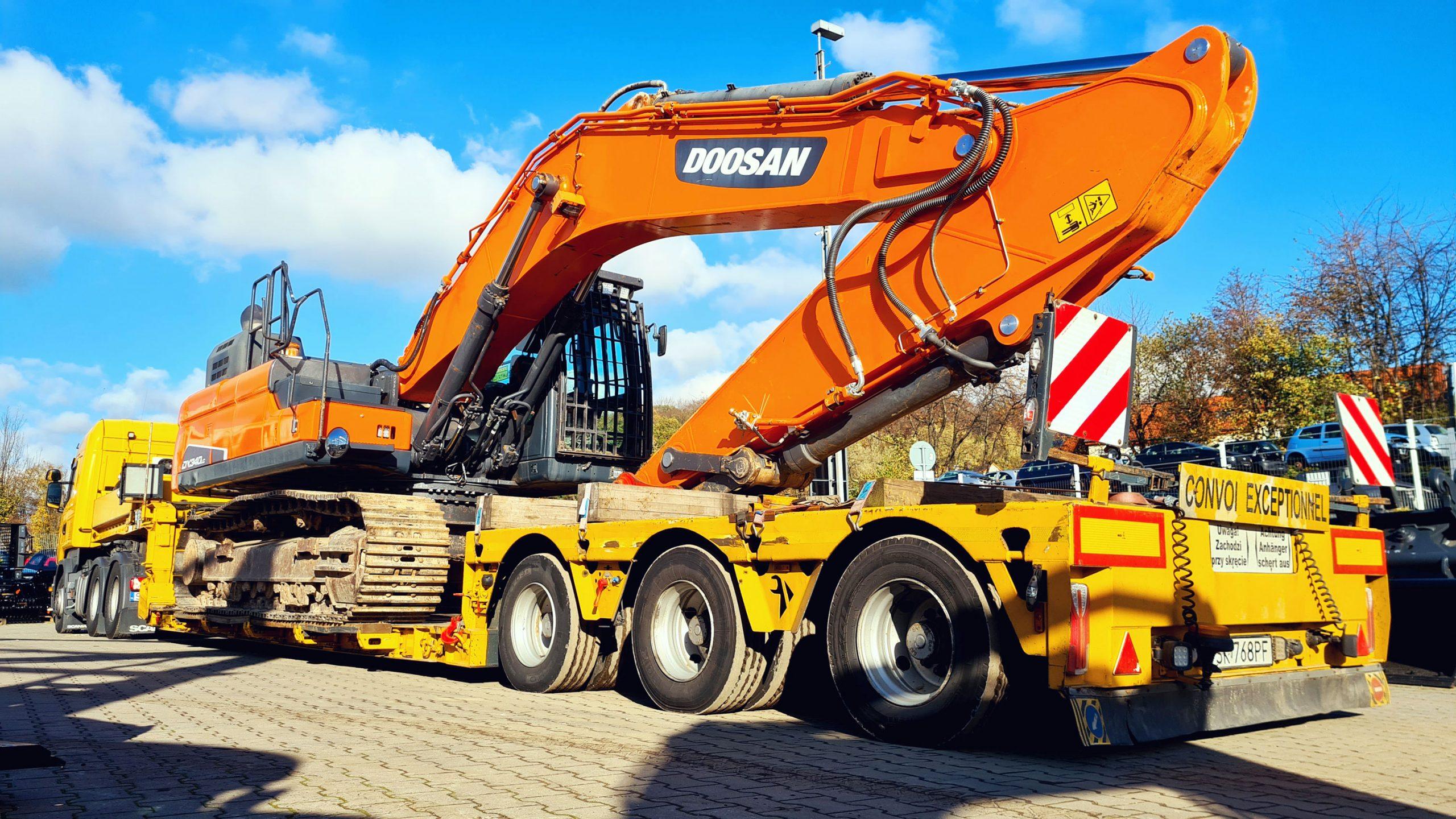 Transport vom verkauften Kettenbagger DOOSAN DX340LC-5 excavator buldozer exkavator
