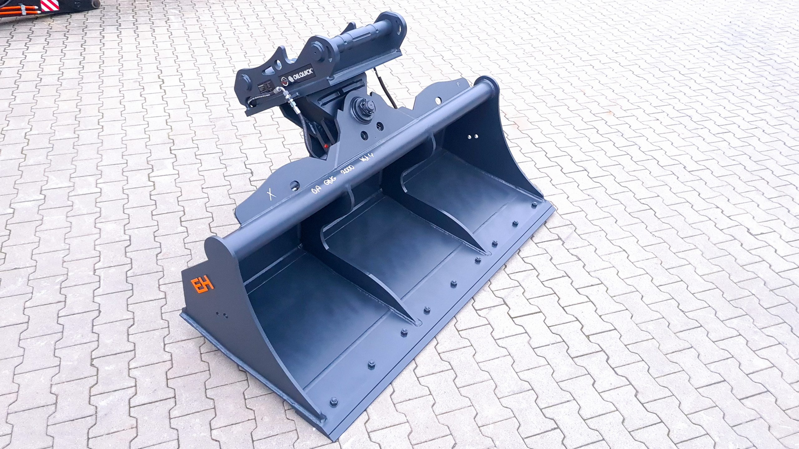 Hydraulic ditch cleaning bucket OilQuick OQ65 / 2000 mm / cat. 4G / with bolt-on cutting edge